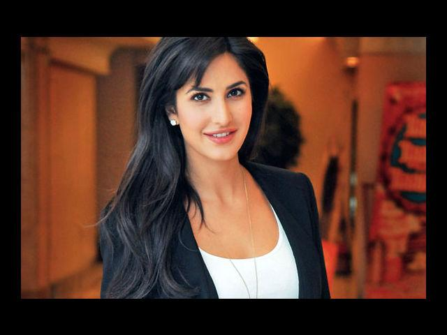 <b>7. Katrina Kaif</b><br>Once in a blue moon comes along a lady who is every bit of 'bold and beautiful' and Katrina is definitely one of those ladies. A perfect face endowed with a sculpted body, Katrina leaves other hotties behind by light years.
