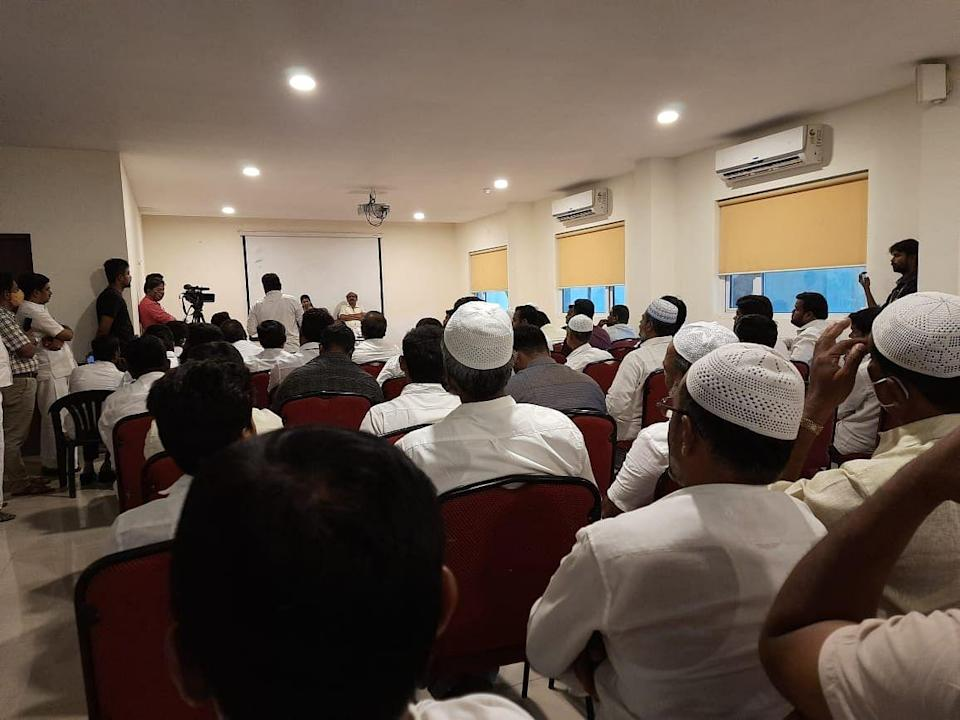DMK's Kanimozhi in conversation with representatives of the Muslim community.