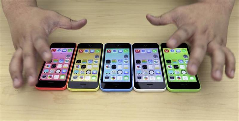 The new iPhone 5C in five colours are placed together at Apple Inc's announcement event in Beijing, September 11, 2013. REUTERS/Jason Lee