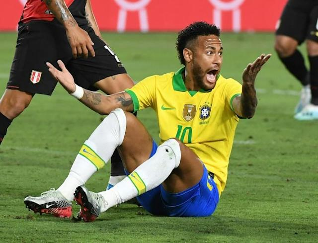 Neymar made an appearance as a substitute in Brazil's 1-0 win against Peru in Los Angeles on Tuesday (AFP Photo/Mark RALSTON)