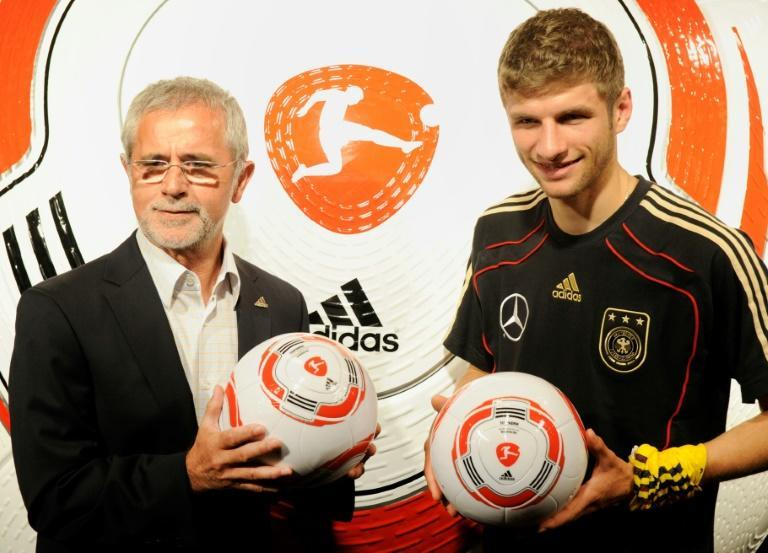 Gerd Mueller (L) alongside current Bayern Munich forward Thomas Mueller in 2010