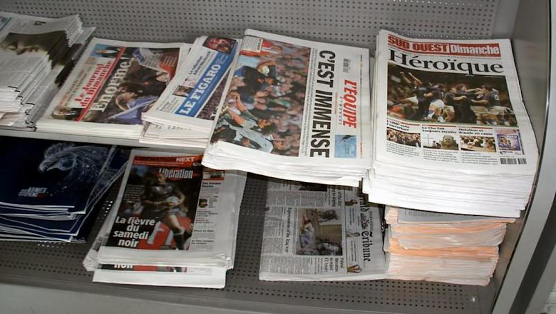 French public interest in news down by 8 points