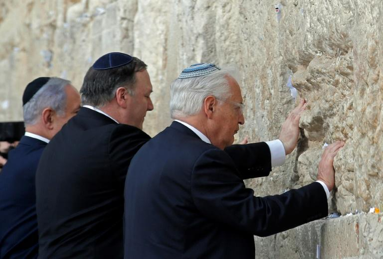 US Secretary of State Mike Pompeo (C) joined Netanyahu (L) in a recent visit to the historic Western Wall in Jerusalem