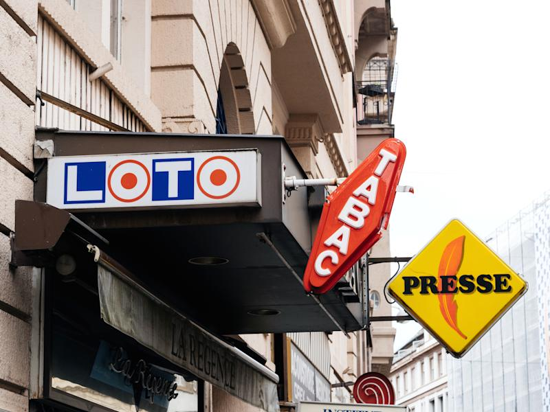 Strasbourg: Loto, Tabac, Presse signage aboe tabacconist store in France