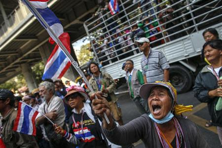 Anti-government protesters shout slogans during a rally at the Thai Police Headquarters in Bangkok December 18, 2013. REUTERS/Athit Perawongmetha