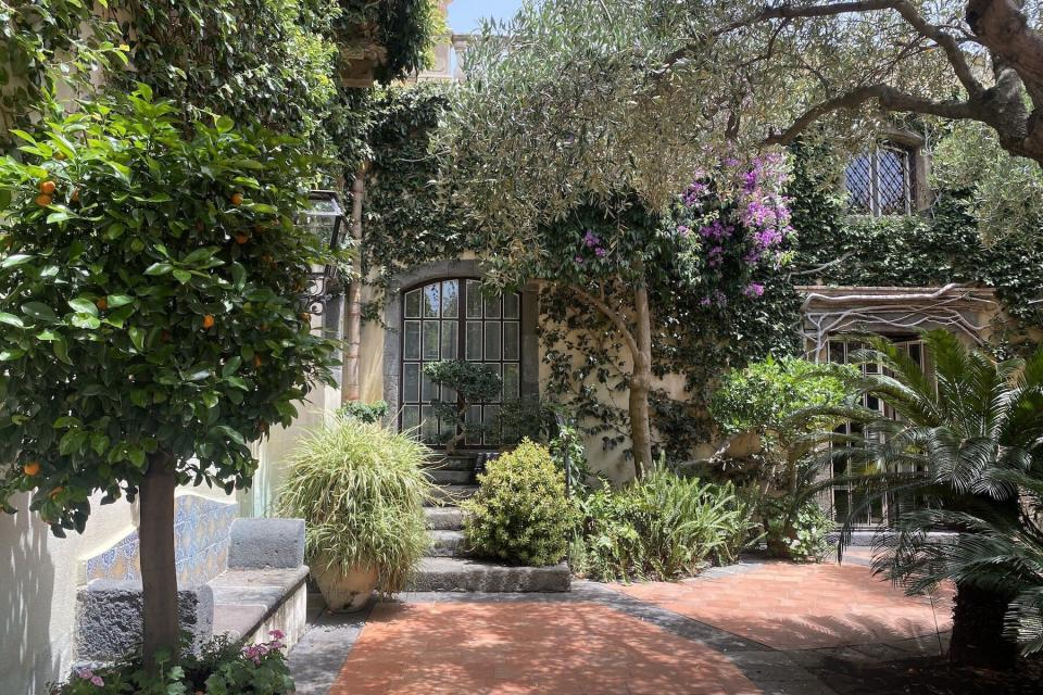 The lush exterior of Villa Don Arcangelo all Olmo in Sicily
