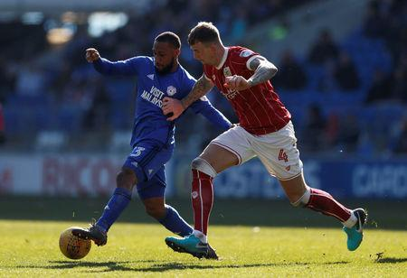 Soccer Football - Championship - Cardiff City vs Bristol City - Cardiff City Stadium, Cardiff, Britain - February 25, 2018 Cardiff City's Junior Hoilett in action with Bristol City's Aden Flint Action Images/Matthew Childs