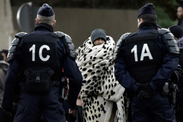French authorities move to clear out refugee camp in Paris
