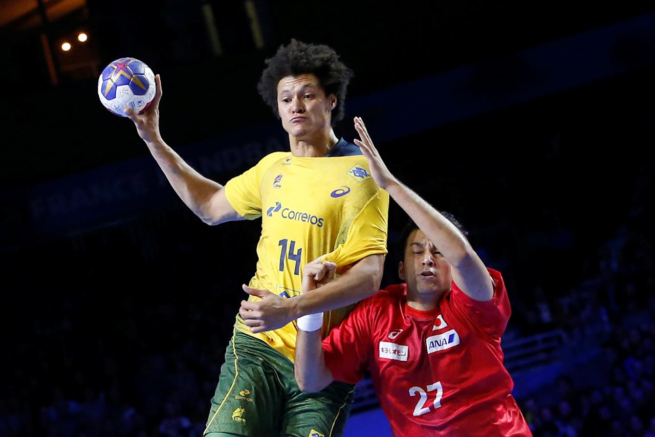 Men's Handball - Brazil v Japan - 2017 Men's World Championship Main Round - Group A - Parc des Expositions - Hall XXL, Nantes, France - 15/01/17 - Thiagus Petrus Dos Santos of Brazil and Hiroyasu Tamakawa of Japan in action. REUTERS/Stephane Mahe