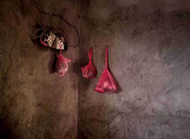 <p>Food hangs in sacks on the wall of the home of a displaced family, in Lahj, southern Yemen, in this Feb. 11, 2018 photo. Many markets in Yemen have food but increasing numbers of people are unable to afford it in the economic collapse caused by the war. That is one reason aid agencies warn that parts of the country will soon fall into outright famine. (Photo: Nariman El-Mofty/AP) </p>