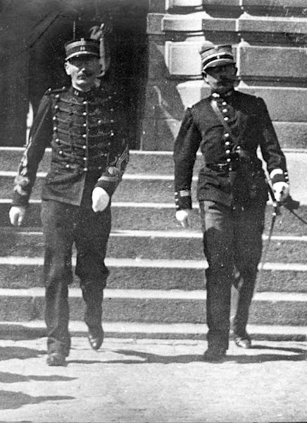 Captain Alfred Dreyfus (l) emerges from a court-martial hearing in September 1899