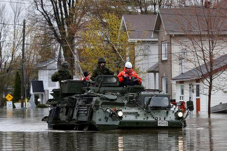 Canadian soldiers inspect a flooded residential area in Gatineau, Quebec, Canada, May 7, 2017. REUTERS/Chris Wattie