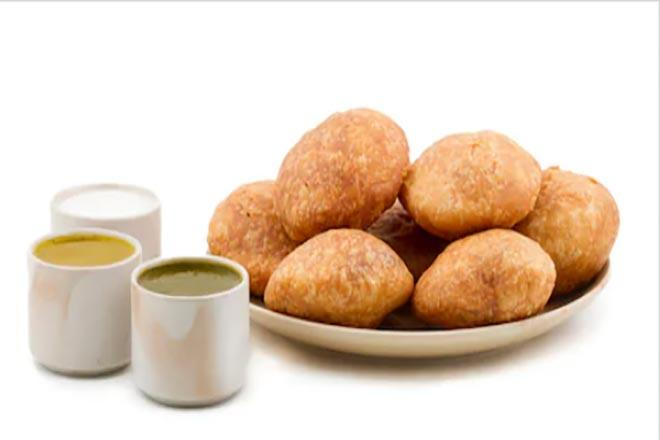 Denying the accusations that he earns over Rs 60 lakh annually, Makhan Lal, owner of Mukesh Kachori said that he just makes enough to feed 15 people of his family.