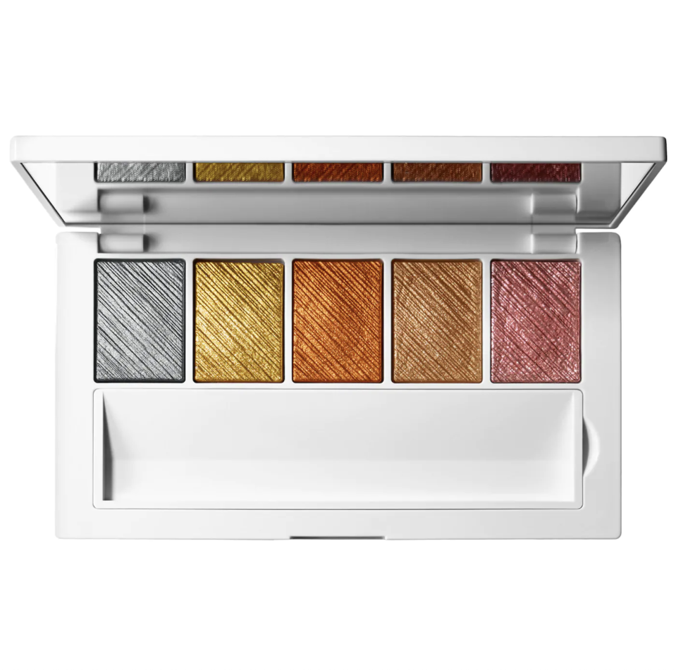 """<p><strong>Makeup by Mario</strong></p><p>sephora.com</p><p><strong>$48.00</strong></p><p><a href=""""https://go.redirectingat.com?id=74968X1596630&url=https%3A%2F%2Fwww.sephora.com%2Fproduct%2Fmakeup-by-mario-master-metals-tm-eyeshadow-palette-P64197382%3Fcountry_switch%3Dus%26lang%3Den%26skuId%3D2389567&sref=https%3A%2F%2Fwww.seventeen.com%2Fbeauty%2Fg29487979%2Fbest-eyeshadow-makeup-palettes%2F"""" rel=""""nofollow noopener"""" target=""""_blank"""" data-ylk=""""slk:Shop Now"""" class=""""link rapid-noclick-resp"""">Shop Now</a></p><p>Butter-soft metallics are this palette's specialty. Formulated by Kim Kardashian's makeup artist, this baby will gave you sparkling to the gods. </p>"""