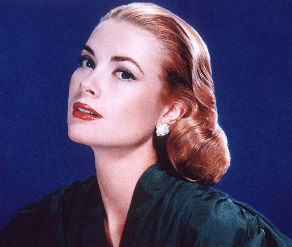 <p>Grace Kelly exuded chicness with her smooth and sleek hair that curled at the end as it reached her shoulder. Many were keen to follow suit. </p>