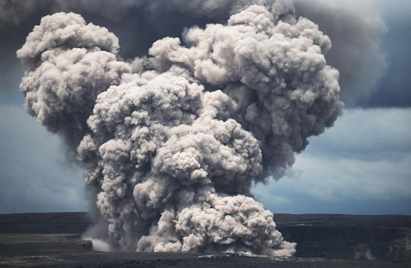 Hawaii volcano could shoot 10-ton 'ballistic rocks'