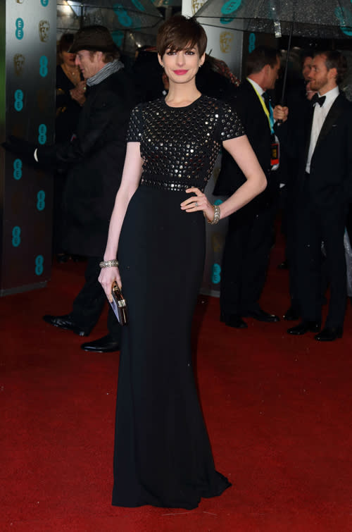 Anne Hathaway added a little extra interest to the black trend with a studded Burberry gown, trademark red lips and a fringed pixie hairstyle. ©Getty