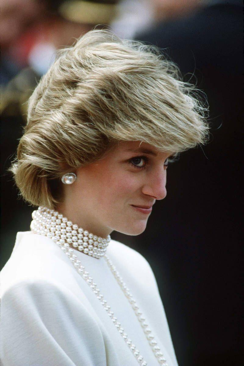 <p>She manages to make pearls on pearls on pearls look chic, not cheesy.</p>