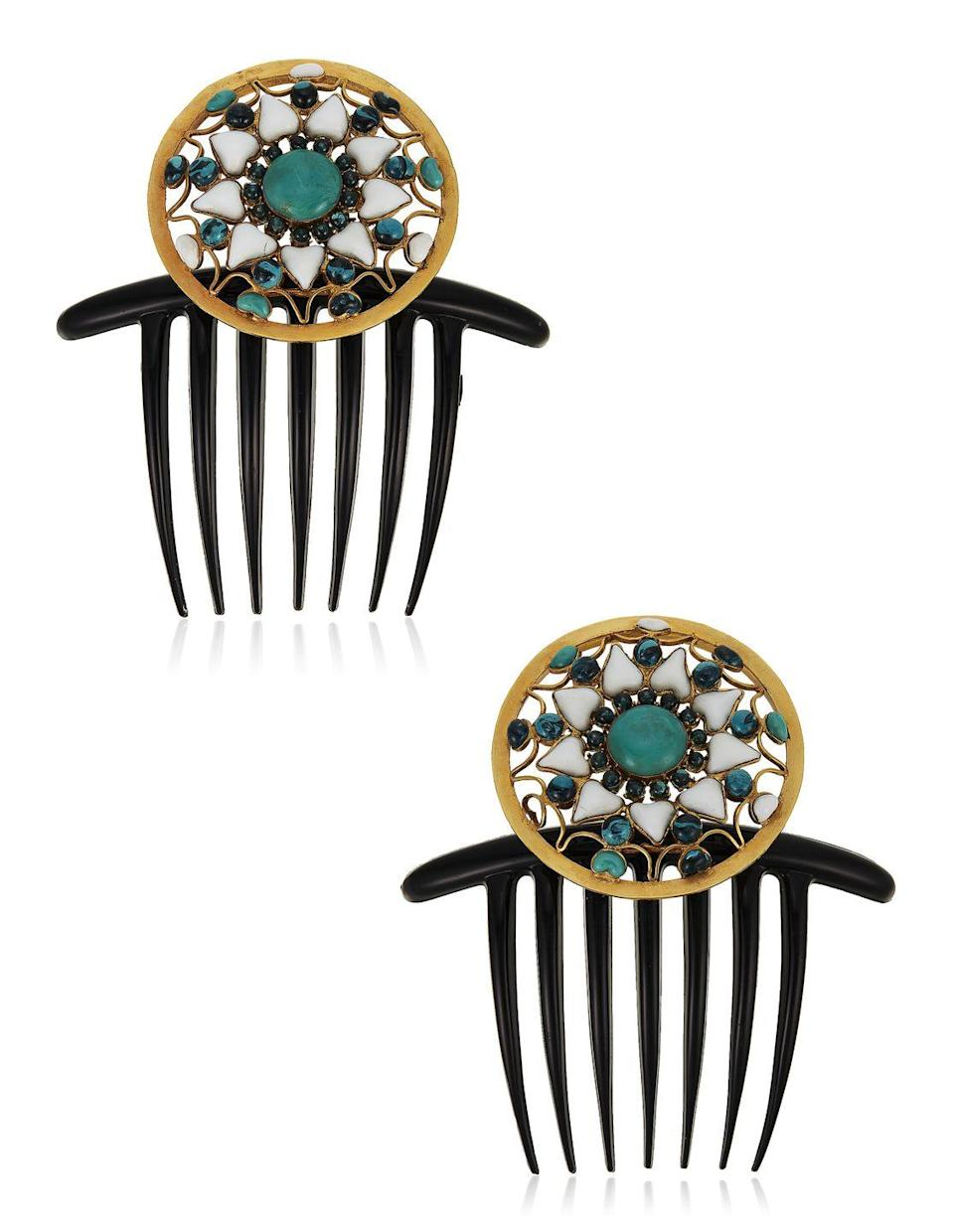 <p>This fabulous hair accessories are estimated to be worth $1,500 to $2,000.</p>