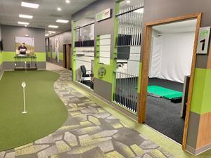 GOLFTEC Lee's Summit lobby, putting green and club fitting wall