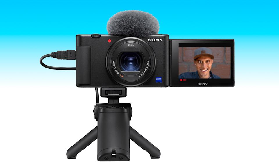 An item from the Engadget 2021 Father's Day gift guide: Sony A6100