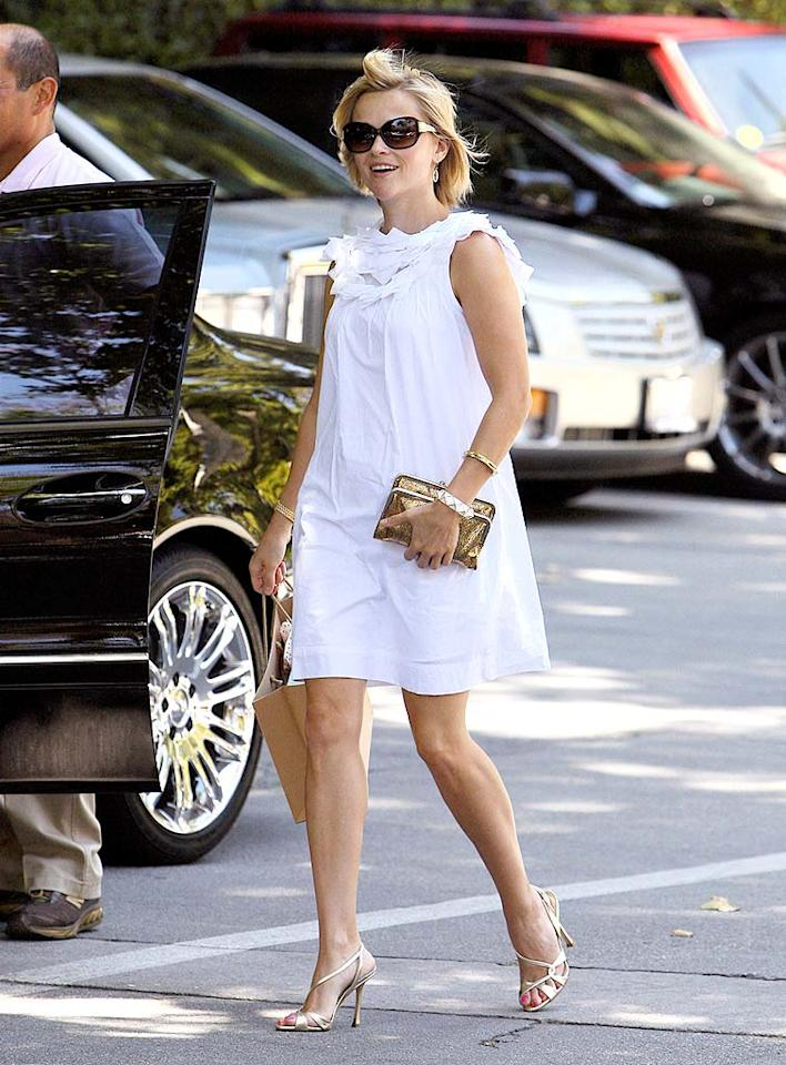 """Reese Witherspoon dons the perfect summer ensemble for lunching at the Hotel Bel-Air in Los Angeles. IONU/<a href=""""http://www.x17online.com"""" target=""""new"""">X17 Online</a> - June 18, 2008"""