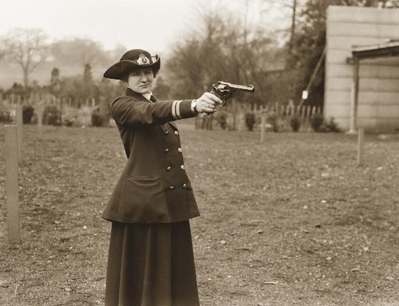 A startling image of a smart WRN officer at shooting practice. Officers' uniforms were made to a very high standard with silk lining to the double-breasted jackets, stitched seams on the white shirt and perfect skirt hems.
