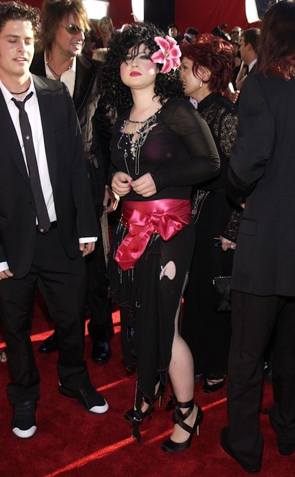 WORST: For the 2002 Emmy Awards, Kelly Osbourne apparently decided to try the vintage wench look. Unfortunately for her, she succeeded. (Photo by Jean-Paul Aussenard/WireImage)