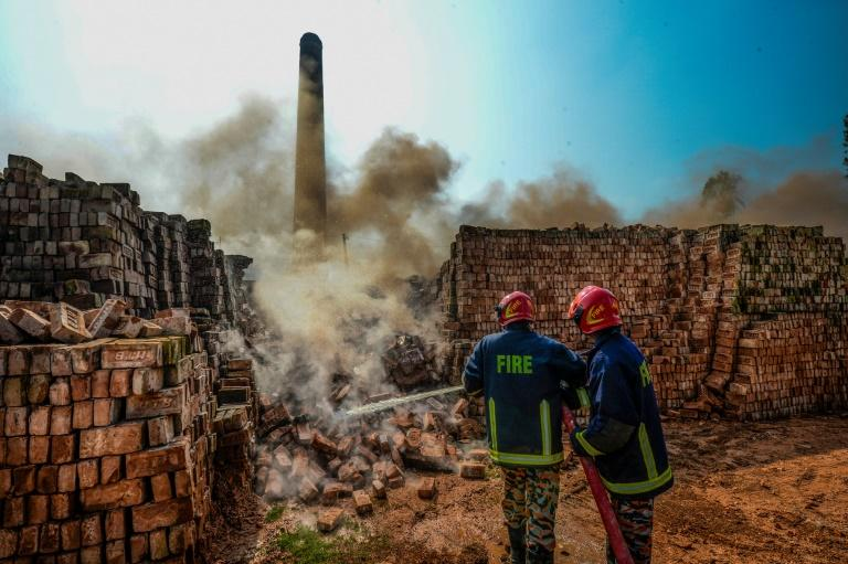 Authorities say tearing down the brick kilns will make Dhaka's air more breathable but thousands of workers have been left without a job (AFP Photo/MUNIR UZ ZAMAN)