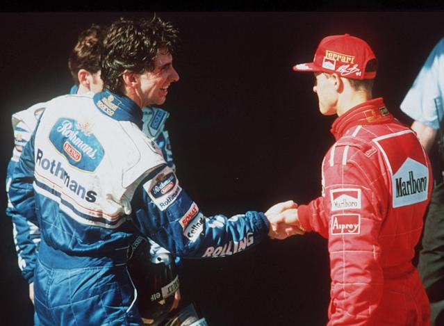 MELBOURNE, AUSTRALIA - MARCH 07: GP von AUSTRALIEN 1996 Melbourne; Michael SCHUMACHER/FERRARI gratuliert Damon HILL/WILLIAMS RENAULT zum Sieg (Photo by Alexander Hassenstein/Bongarts/Getty Images)