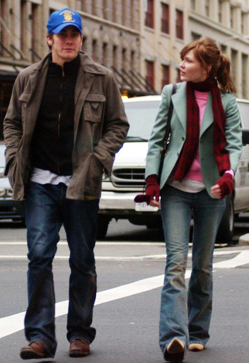 <p>Jake Gyllenhaal and Kirsten Dunst's two-year romance gifted pop culture with several moments. This autumn outing featuring Dunst's on-trend skinny scarf is 100 percent one of them.</p>