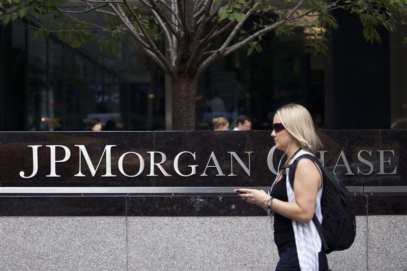 A woman walks past JP Morgan Chase's international headquarters on Park Avenue in New York in this July 13, 2012, file photo. REUTERS/Andrew Burton/Files