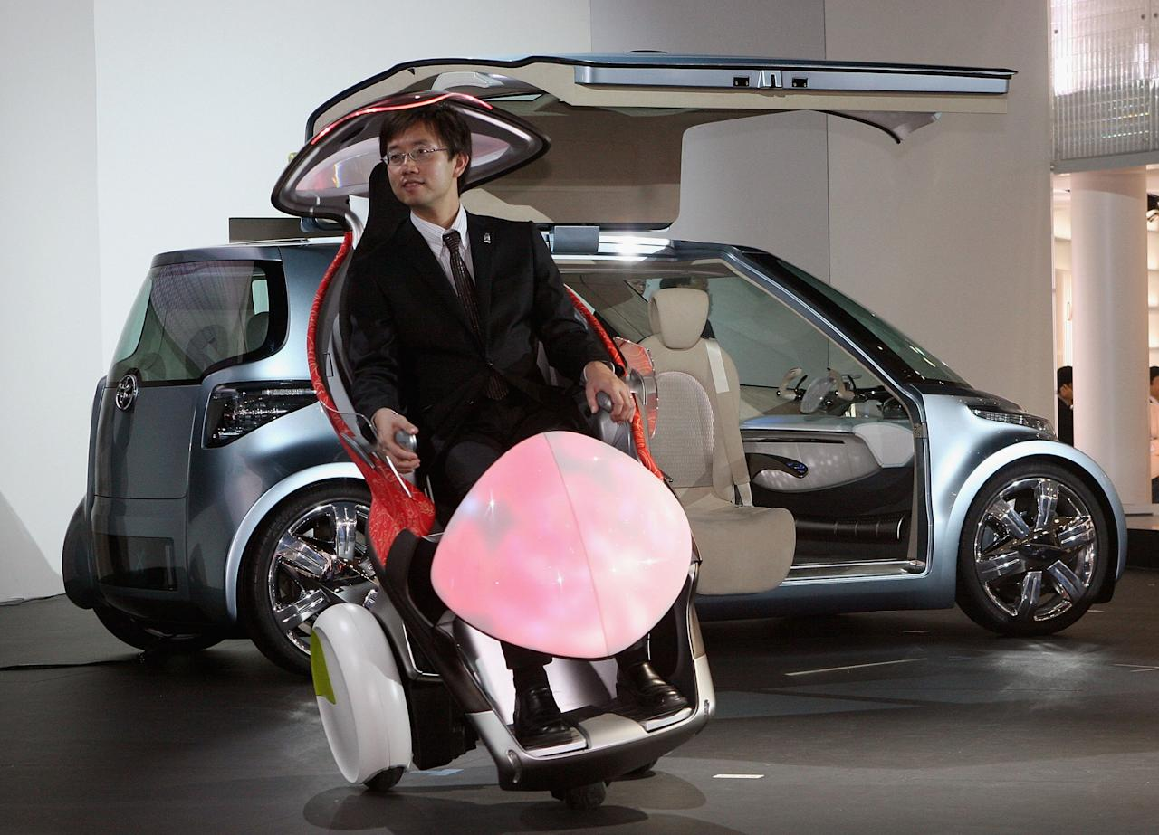 CHIBA, JAPAN - OCTOBER 19: A man tries Toyota Motor Corp's one-seater mobility machine called 'i-swing' during the preview for the 39th Tokyo Motor Show 2005 on October 19, 2005 in Chiba, Japan. The show will be opened to the public from October 22 to November 6. (Photo by Koichi Kamoshida/Getty Images)