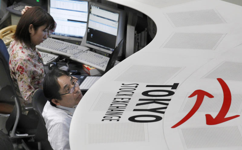 Traders on the Tokyo Stock Exchange work at a terminal in Tokyo Thursday, May 31, 2012. Japan's Nikkei 225 index shed 158.62 points, or 1.84 percent, from Wednesday to end the morning session at 8,474.57. (AP Photo/Koji Sasahara)
