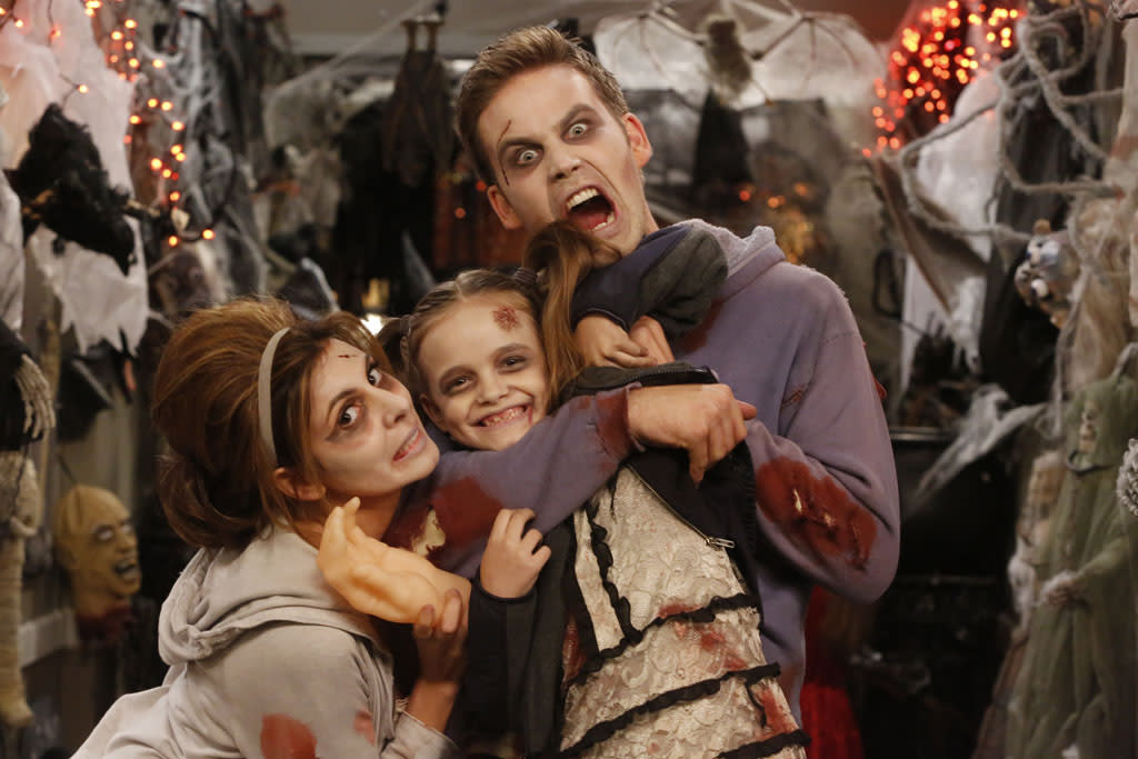 "<b>""Guys With Kids""</b> -- ""Apartment Halloween"" Wednesday, 10/24 at 8:30 PM on NBC<br><br>When the president of their co-op board dies, domineering resident Lydia  Allmendinger (guest star Marissa Jaret Winokur, ""Hairspray"") takes her  place, much to the guy's chagrin. Using her new-found power, Lydia  forbids Nick's annual Halloween hallway decorations,  forcing Nick to take drastic measures."
