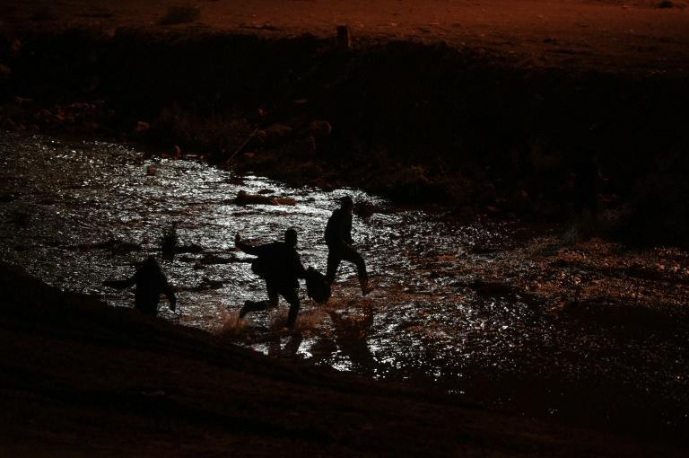 Migrants cross the Rio Grande between Mexico and the United States day and night in the hope of obtaining asylum