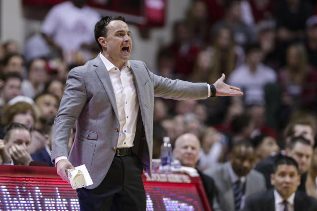 """Archie Miller took a shot at Joe Lunardi and other bracketologists after their loss on Saturday, telling Lunardi to """"go back to the trash can."""" (AP/Michael Conroy)"""