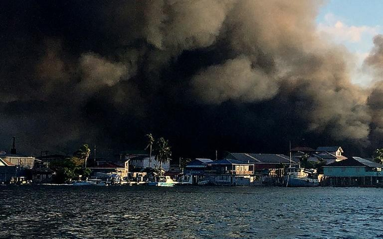 View of a fire burning on the Honduran island of Guanaja on October 2, 2021 (AFP/anuar acosta)