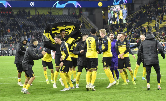 Dortmund's team celebrates after winning the Champions League Group F soccer match between Borussia Dortmund and Slavia Praha in Dortmund, Germany, Tuesday, Dec. 10, 2019. Borussia defeated Slavia with 2-1. (AP Photo/Martin Meissner)