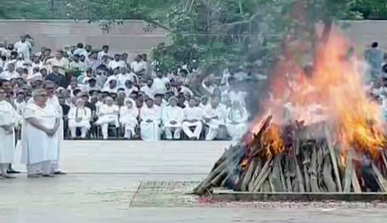<p>Former prime minister and Bharat Ratna Atal Bihari Vajpayee cremated with full state honours at Smriti Sthal in Delhi. </p>