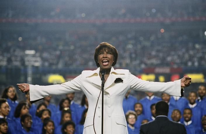 Singer Natalie Cole performs the National Anthem to kick off the 1994 Atlanta, Georgia, Superbowl XXVII football game at the Georgia Dome.