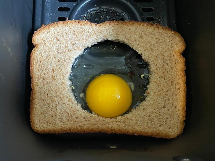 egg in a hole air fryer