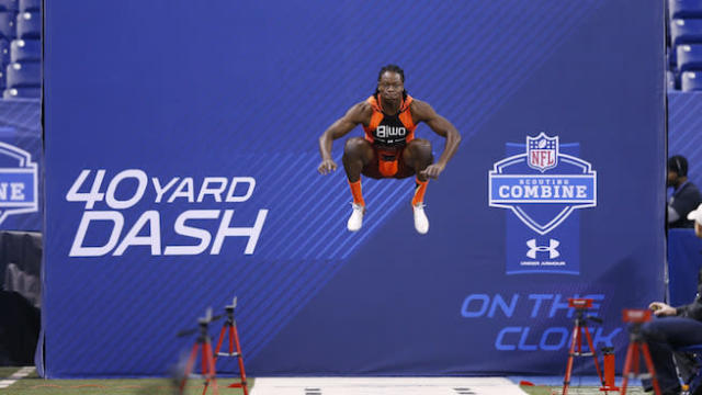 11 NFL Players With Insane Vertical Jumps