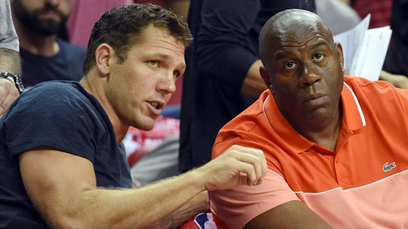 Magic Johnson puts pressure on Luke Walton after Lakers' slow start
