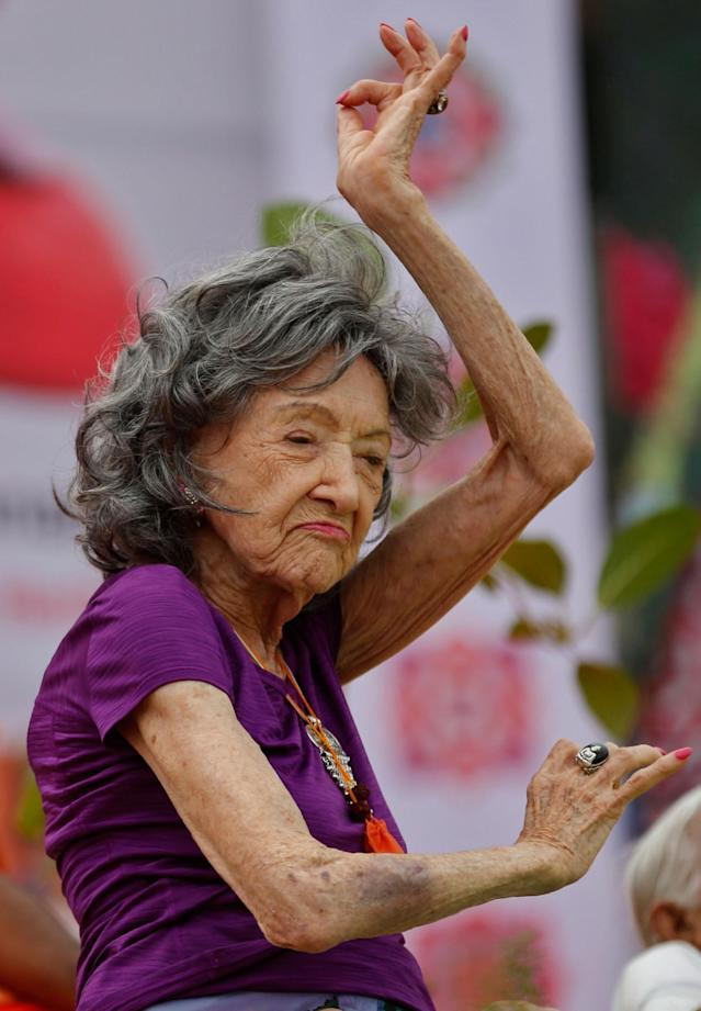 <p>Yoga instructor, Tao Porchon-Lynch, 98, performs at a function to mark International Yoga Day in Bangalore, India, Wednesday, June 21, 2017. (Photo: Aijaz Rahi/AP) </p>