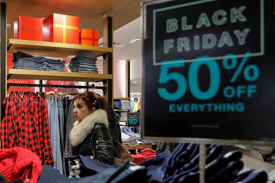 Holiday shoppers take part in early Black Friday shopping deals at the Gap store on the Thanksgiving holiday in Times Square in New York, U.S., November 28, 2019. REUTERS/Brendan McDermid