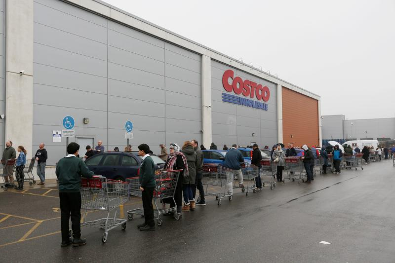 Customers wait in a long queue to enter a Costco members wholesale outlet in Farnborough, west of London, on March 19, 2020. (Photo: ADRIAN DENNIS/AFP via Getty Images)
