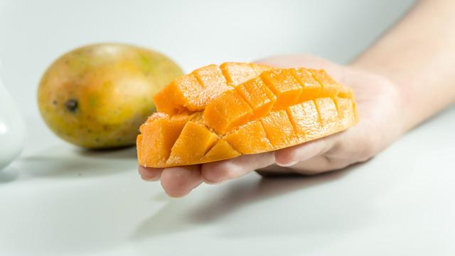 <p>Eating mangoes can improve blood sugar, lipids, and insulin levels by lowering blood sugar levels in diabetics and obese adults. </p>