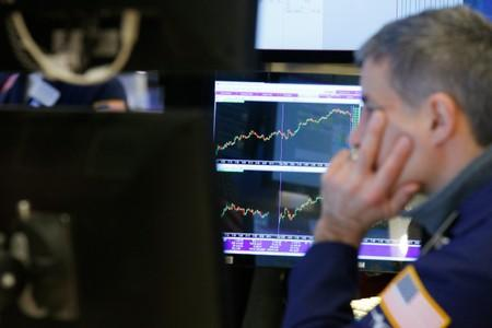 S&P 500 ekes out gain though profit worries weigh