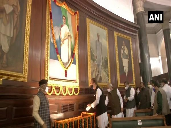 Senior Congress leader Ghulam Nabi Azad paying tribute to former Prime Minister Indira Gandhi on her birth anniversary.